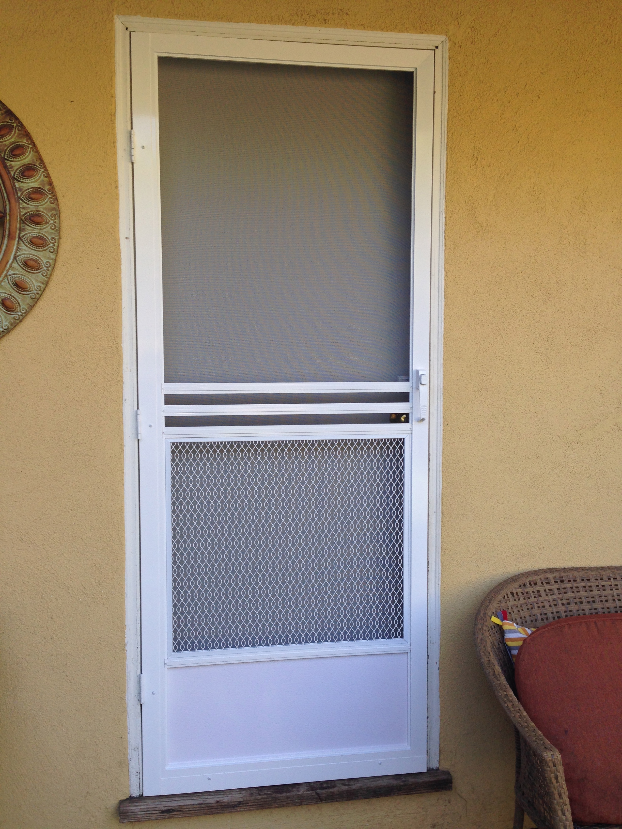 Screen doors simi valleyscreen door window screen repair for Screen new window